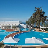 Διεθνείς πρωτιές και διακρίσεις για τα Sani και Ikos Resorts