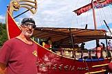 O καπετάν Γεράσιμος και το τουριστικό σκάφος-τριήρης διασχίζουν το Ιόνιο