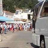 Τουρισμός: Εικόνες ντροπής και φέτος στο Κατάκολο- Βίαιη άγρα τουριστών από τα κρουαζιερόπλοια