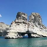 TripAdvisor: Διακρίσεις για τη Νάουσα της Πάρου και την παραλία Κλέφτικο της Μήλου