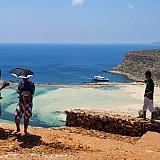"""ΝΔ: H κυβέρνηση """"τροφοδοτεί"""" τη μείωση της κατά κεφαλήν τουριστικής δαπάνης"""