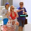 H Lindsay Lohan αγκαλιά με τον 22χρονο σύντροφό της βολτάρει στην Μύκονο