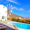 20 βίλες της Airbnb που θα σας τρελάνουν - οι 2 στη Σαντορίνη