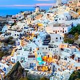 Άδειες για τουριστικές κατοικίες σε Σαντορίνη, Κορώνη και Χαλκιδική