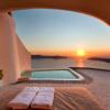 Telegraph: Αυτά είναι τα 14 top μπουτίκ ξενοδοχεία στη Σαντορίνη