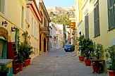 Έρευνα του Εμπορικού Συλλόγου Αθηνών: Η σκληρή πραγματικότητα για τα τουριστικά καταστήματα της Πλάκας