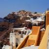 Σαντορίνη: Συλλήψεις για παράνομες υπηρεσίες μεταφοράς τουριστών και άγρα πελατών