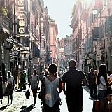 Έρευνα ΠΟΤ: Πιο «φιλόξενοι» στους τουρίστες πόλης οι κάτοικοι μεγάλης ηλικίας