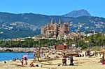 Ζευγάρι Γάλλων απειλείται με φυλάκιση γιατί πήρε άμμο από τη Σαρδηνία