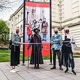 Mask Fashion Week: Μάσκες-έργα τέχνης μετατρέπουν τους δρόμους του Βίλνιους σε... πασαρέλα! (φωτό)