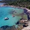 "H ""Χαβάη"" της Ελλάδας: Δείτε την ονειρική παραλία με τα γαλάζια νερά και την κατάλευκη άμμο!"